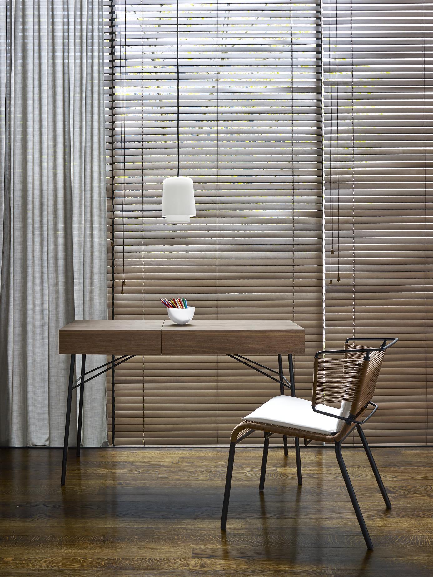 juliette bureaux et secr taires designer evangelos vasileiou ligne roset. Black Bedroom Furniture Sets. Home Design Ideas