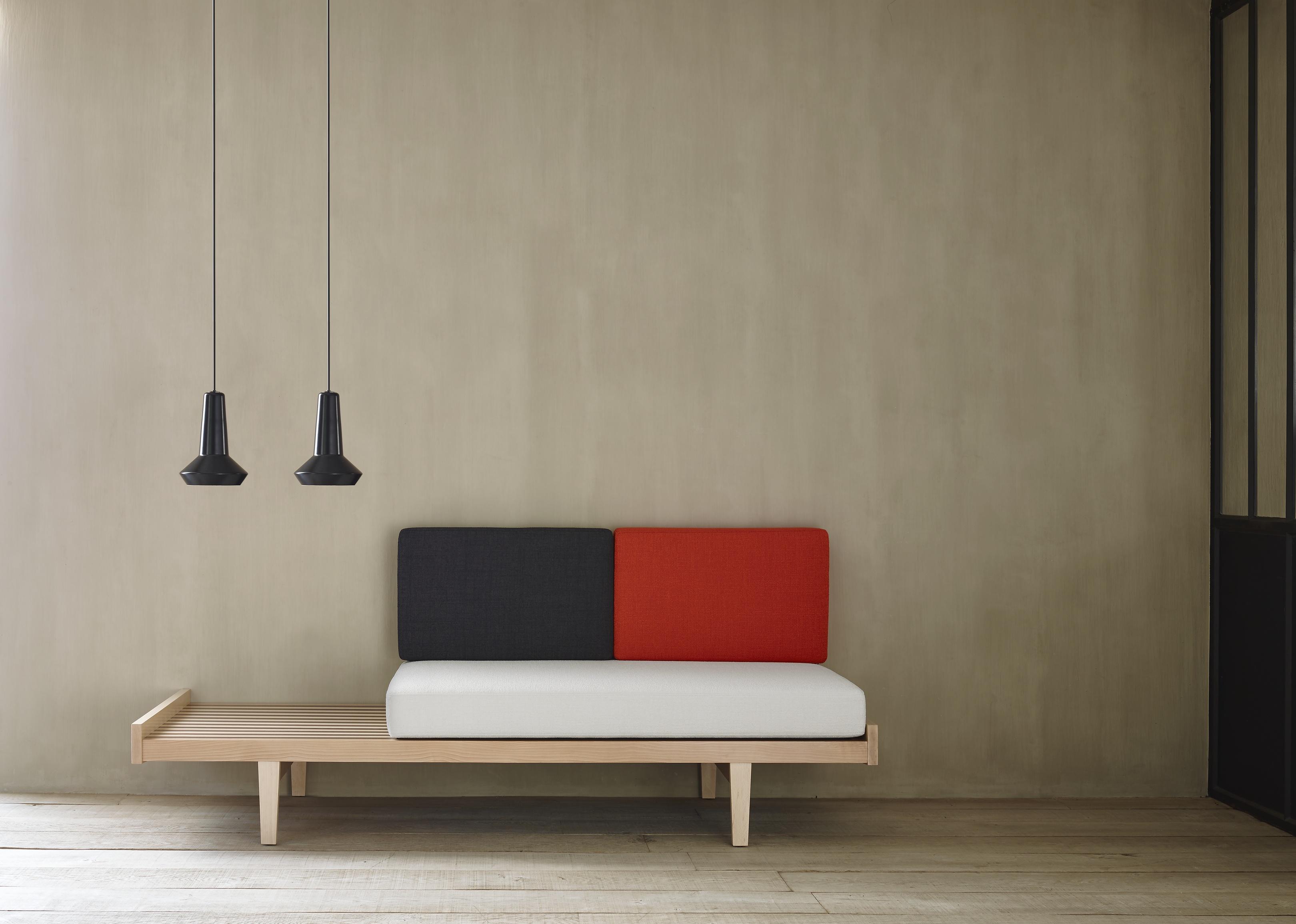 Daybed sofas designer pierre paulin ligne roset for Ligne roset canape
